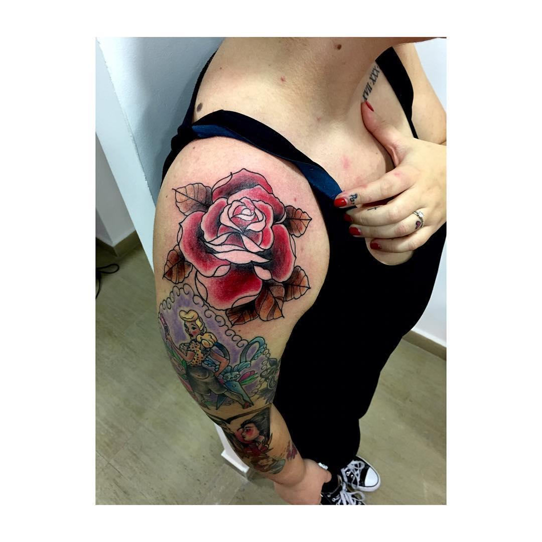 juantabascotradicionaltattoo,juantabascotattooer,oldschooltattoo,thisiscolor,blacktattooart,linnerforlinner,red,redrose,tradicionaltattoo,black,blackandgrey,tattooers,tattooerlifeforme,tattooshop,besttatooers,tatuajes,bestshoptattoo,garantizado,100,oldscholltehbest,followme,spain,tatuajesenciudadreal