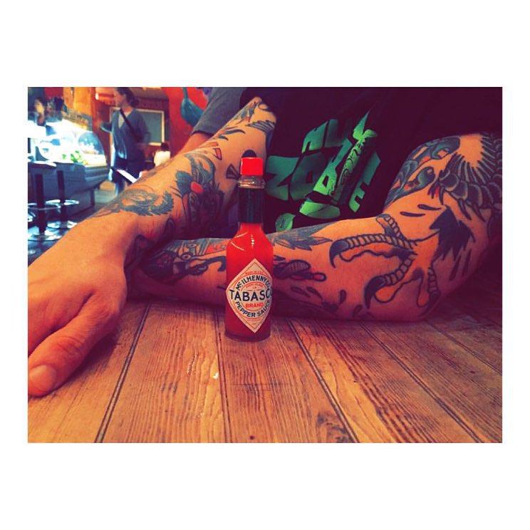 oldschooltattoo,classictattoo,juantabasco,art,tattooshop,art,artist,tatuaje,tabasco,espa,mexico,spaintattoo,ink,inkboy,inkgirl,red,intagram,instatattoo,intatattoos,intenze,intenzeink,black,blackandwhite,blackandgreytattoo,barcelona,barcelonaink