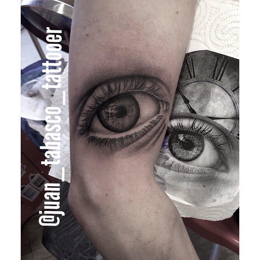 realismo,eye,realismo,tattoo,juantabasco,tattooer,tattoo,spain,ciudadreal,followme,follow4follow,ojo,tatuajes,tattooart,black,blackandgreytattoo,berlintattoo,madrid,barcelona,tattooibiza