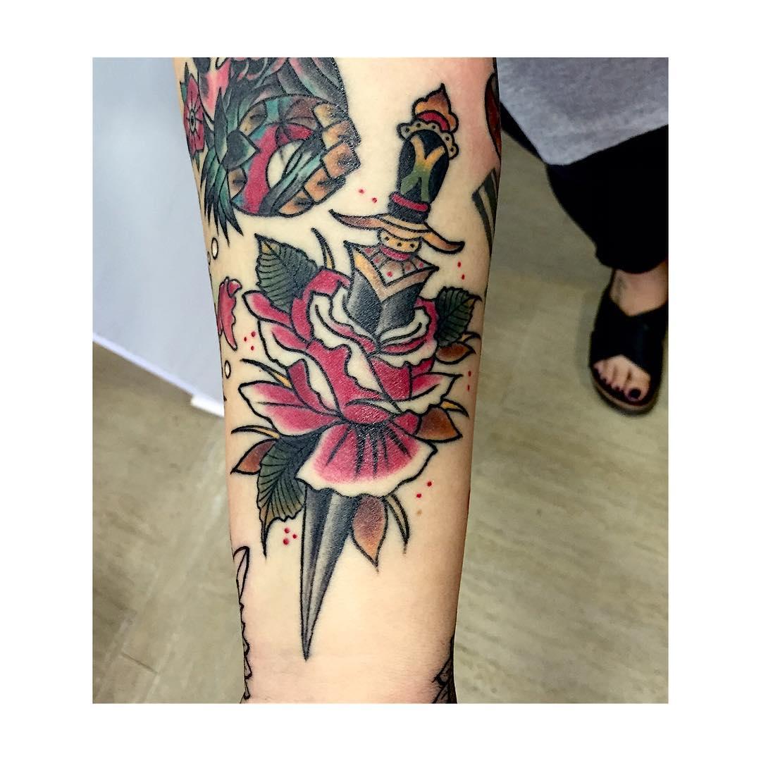 tattoo,oldschool,besttattooer,tradiconaltattoo,ciudadrealsetatua,oldschoolenciudadreal,tatuajestradiconales,tattootradicional,americantattoo,oldschooltattoos,bobinas,viejaescuela,sailorjerry,dagger,healed