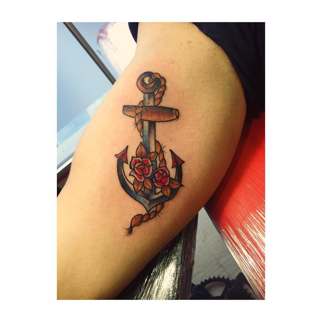 tattoo,tattoos,tattooart,tattooer,tattooedgirls,tattooartist,tattooing,ink,inkart,inklife,inks,art,artist,artoftheday,workout,oldschooltattoo,oldschooltattooing,traditionaltattoo,rosestattoo,roseoldschool,eternalink,spain,spaintattoo,ciudadrealink,juantabascotattooer,juantabascotattooerciudadreal