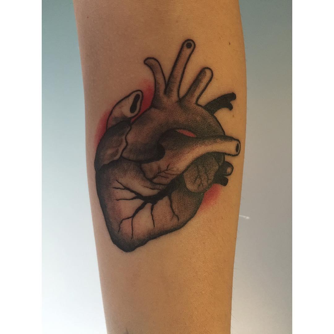 tattoo,tattoos,ink,inked,shoptattoo,eternalink,corazontattoo,eternalink,juantabascotattooer,juantabascotattooerciudadreal,estudiotattoo,classictattoo,instagram,ciudadreal,radiant,cheyenne,rotarymachine
