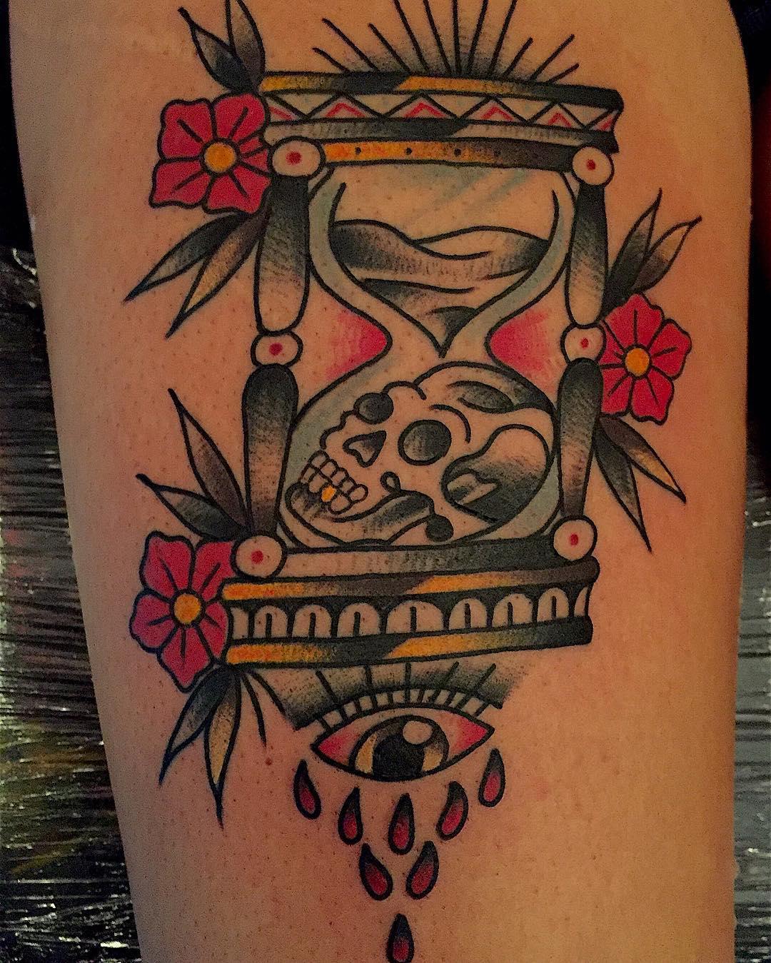 tattooart,madrid,malasa,oldschooltattoo,traditionaltattoo,gato,callepalma,synesthezia,juantabasco,tabascotattooer,igersmadrid,followme,follow4follow,madridarttattoo,linner,thisiscolor,radtrad,madrile,madridfusion,malasa,coconut,callepez,bestattooers,hourglass