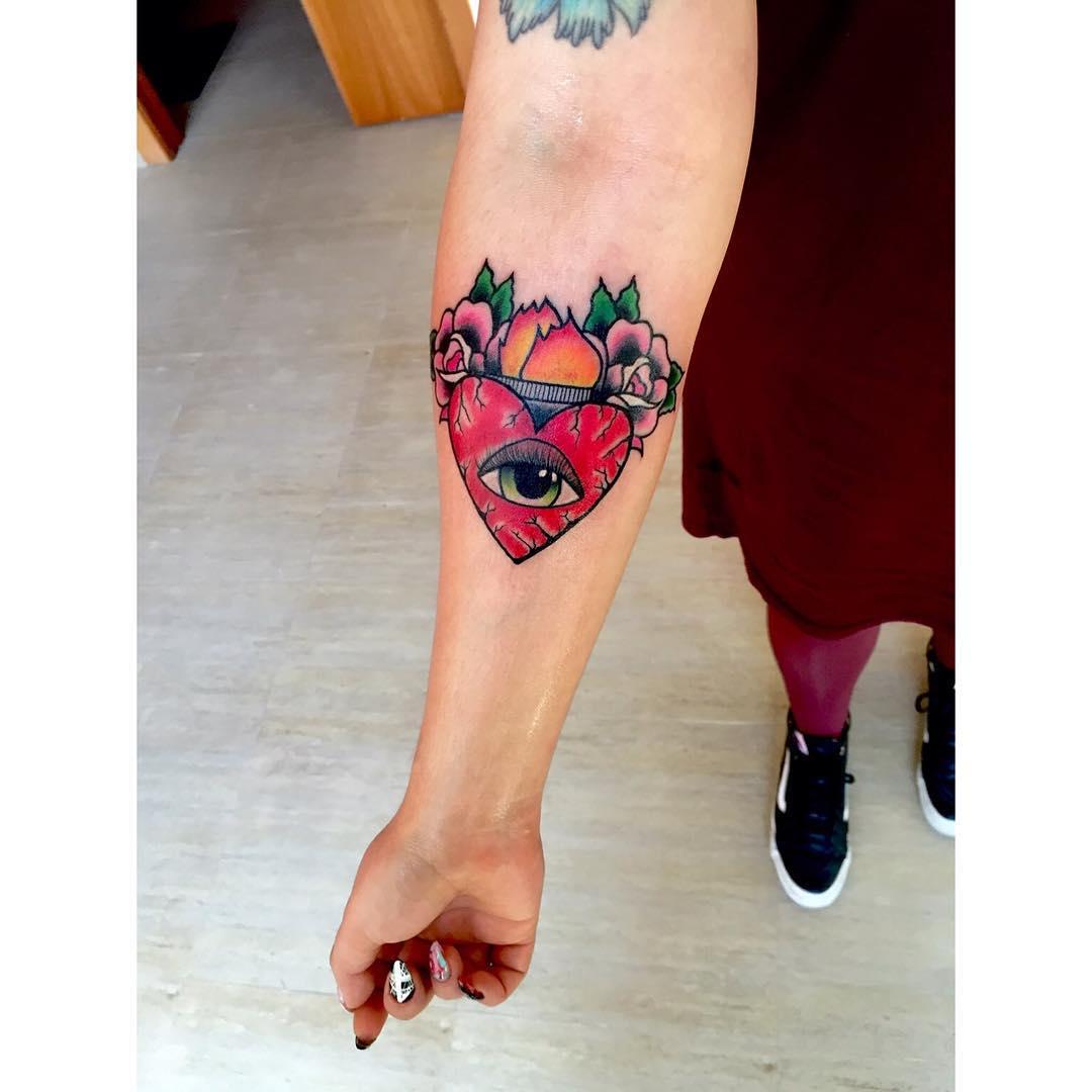 tattoos,instatattoo,oldschool,girlswithtattoos,tattooartist